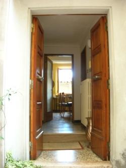 una porta aperta su via del 400